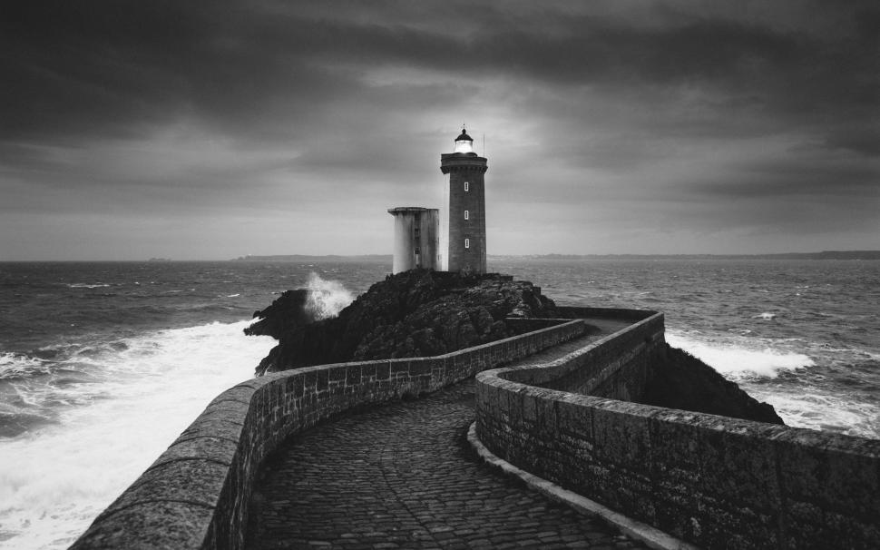 black-and-white-lighthouse-2K-wallpaper-middle-size